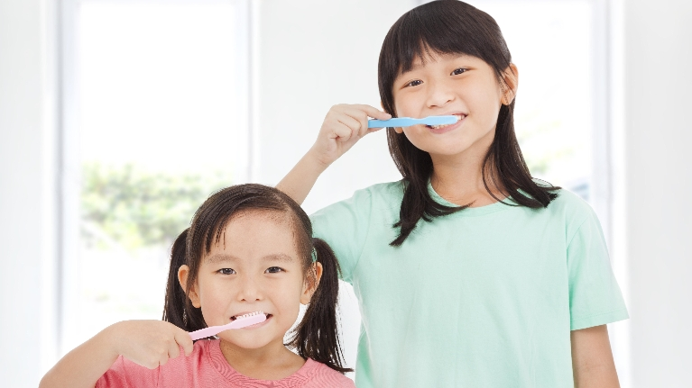 children brushing teeth | aloha or